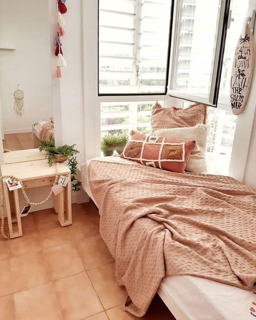 Apartment Tiny Bedroom Ideas Decoranur