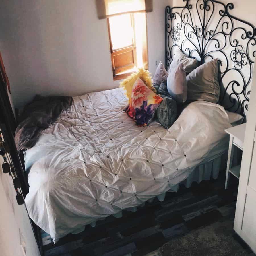 Apartment Tiny Bedroom Ideas Yasminhsommers
