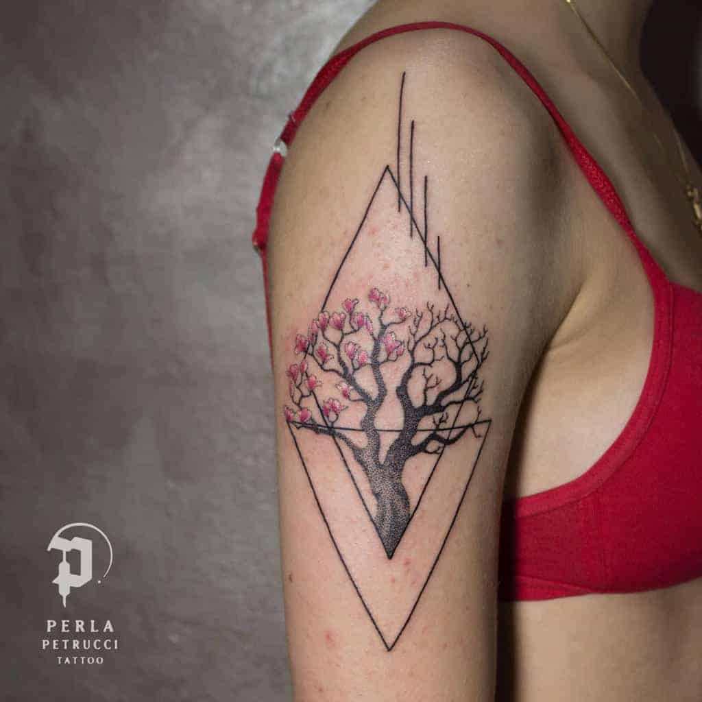 arm-geometric-flower-tattoo-perla_petrucci_tattoo