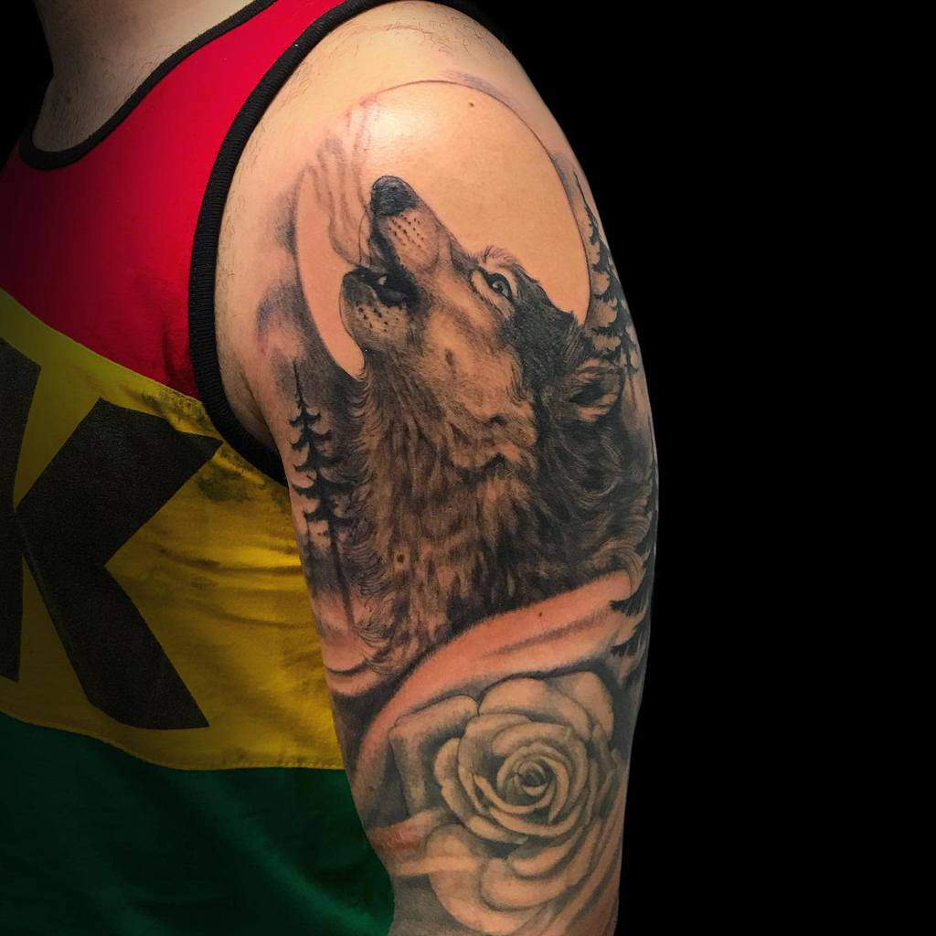 arm howling wolf tattoo pablo_lasheras