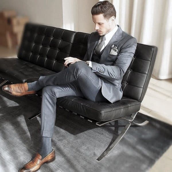 Awesome Navy Blue Suit Styles For Men With Brown Leather Dress Shoes