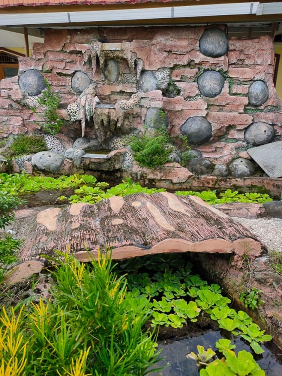 Awesome Small Backyard Pond Landscaping