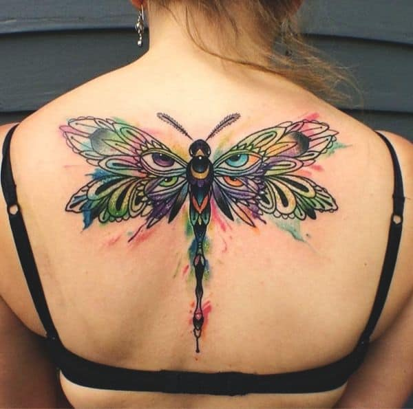 A gigantic dragonfly on the back in all its colorful glory paired with the perfect wing shape