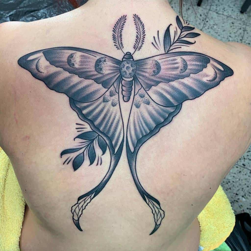 Back Luna Moth Tadelsucht Tattoo Piercing