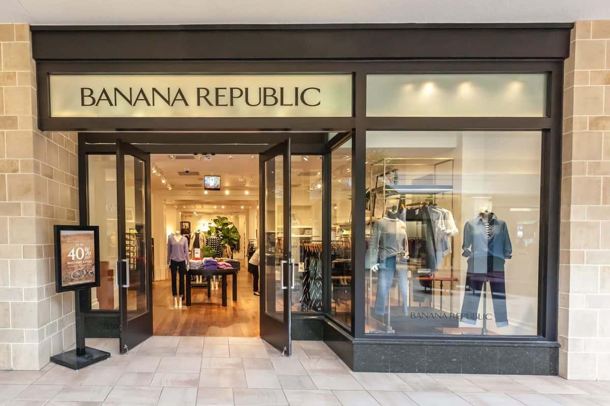 Toronto,,Canada,-,February,12,,2018:,Banana,Republic,Storefront,In
