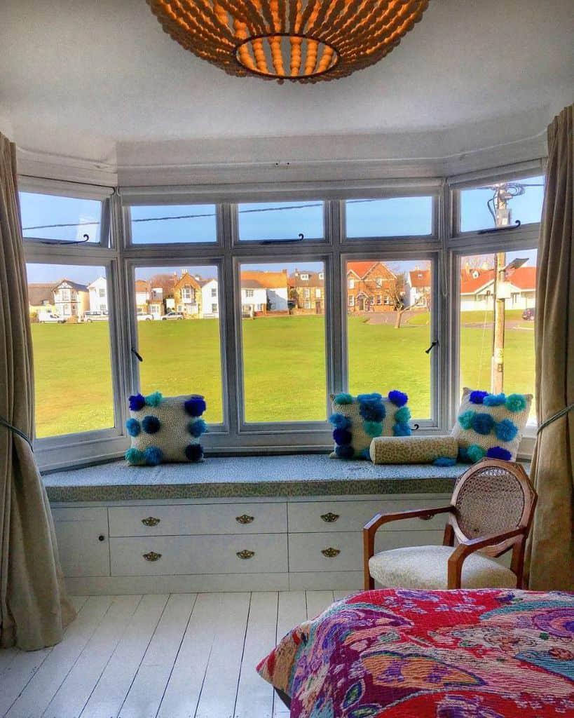 Bay Window Seat Otiose Queen