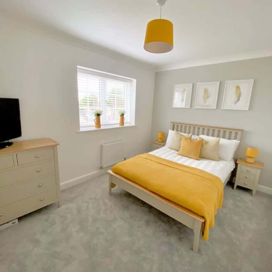 bedroom with yellow accent color _theolddairy