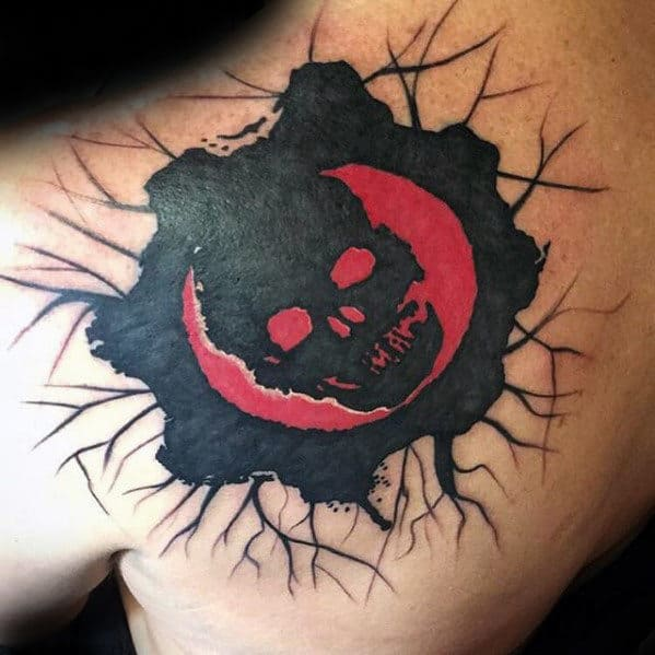 Black And Red Skull Shoulder Back Male Gears Of War Tattoos