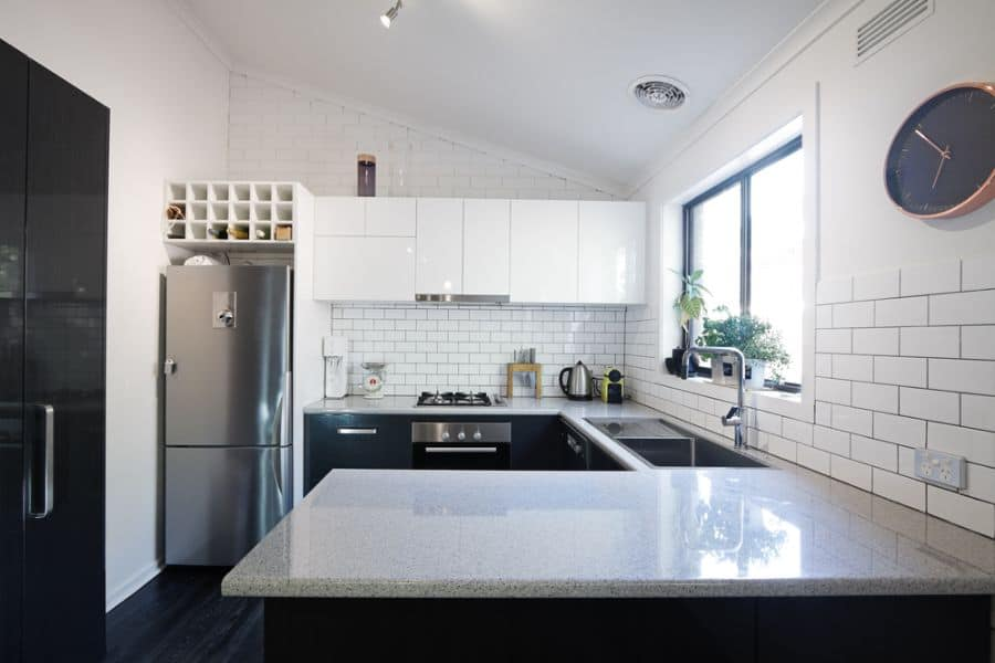 Black And White Kitchen Cabinets 2
