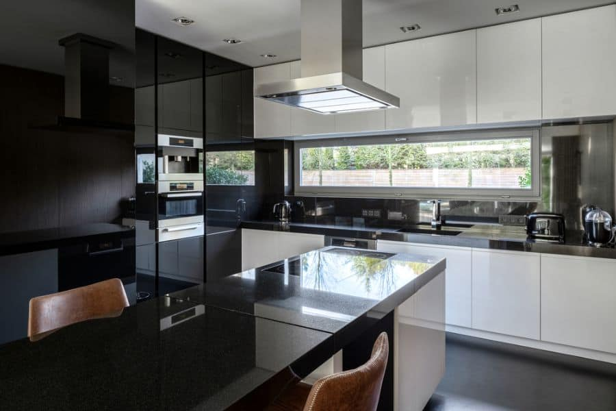 Black And White Kitchen Cabinets 3