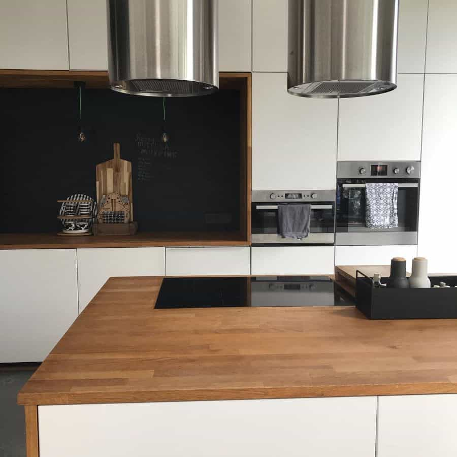 Black And White Kitchen With Wood Color Elements Jumas Blackhouse