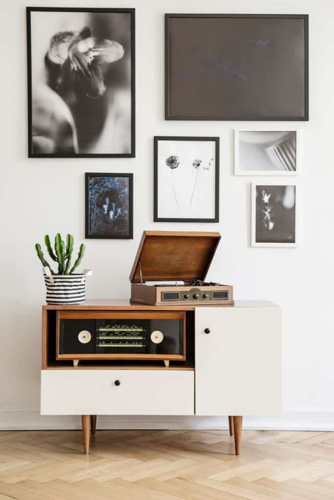 Black And White Picture Wall Ideas 4