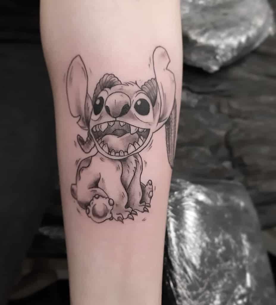 black-gray-ohana-stitch-tattoo-cutebutpsycho.ink