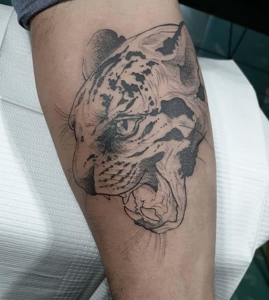 black-work-illustration-jaguar-tattoo-angel_javierr