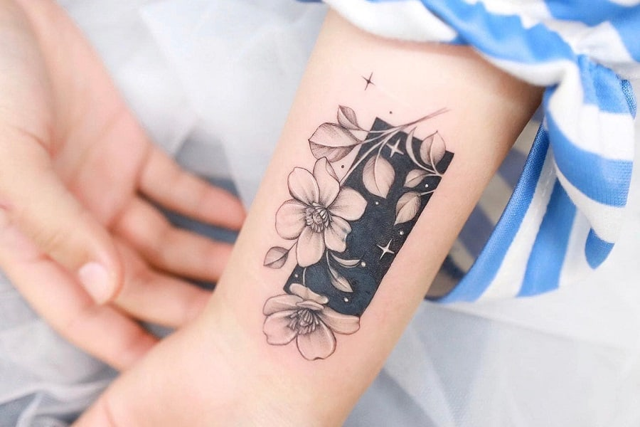 Top 37 Best Flower Wrist Tattoo Ideas – [2020 Inspiration Guide]
