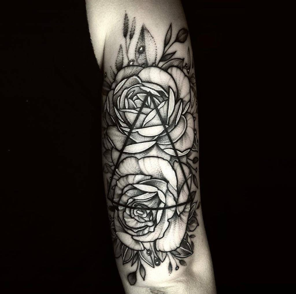 blackwork-geometric-flower-tattoo-owen_cliff_jennings