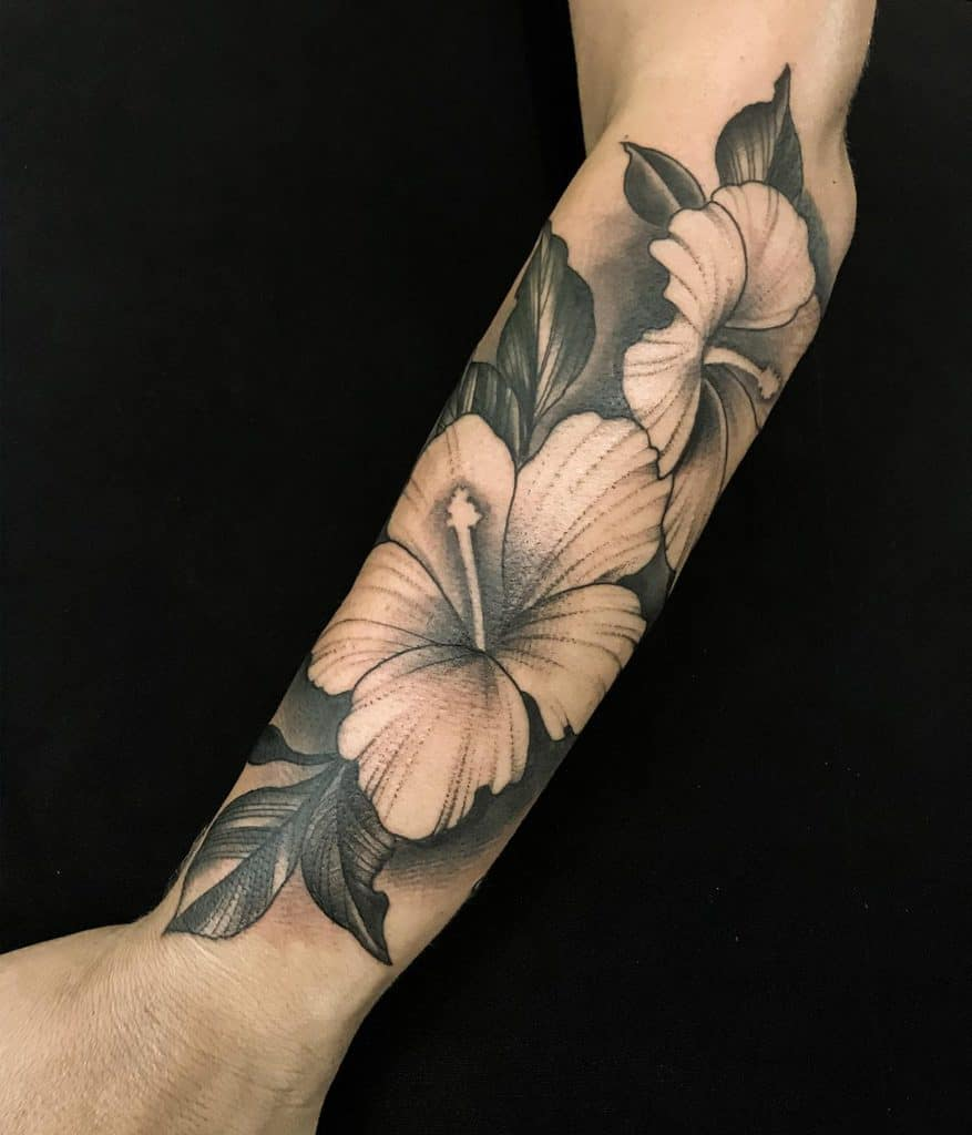 blackwork-hawaiian-flower-tattoos-leosh.tattoo-1315×1536