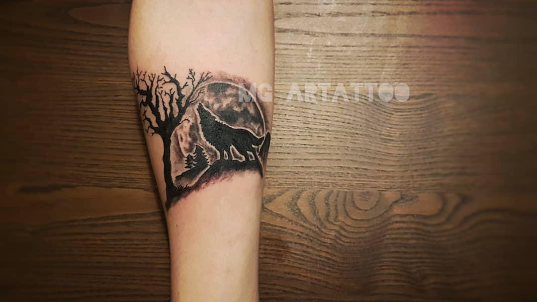 blackwork howling wolf tattoo arttattoo_mg