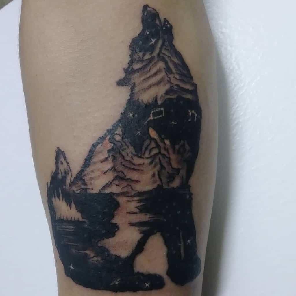 blackwork howling wolf tattoo memos_ink