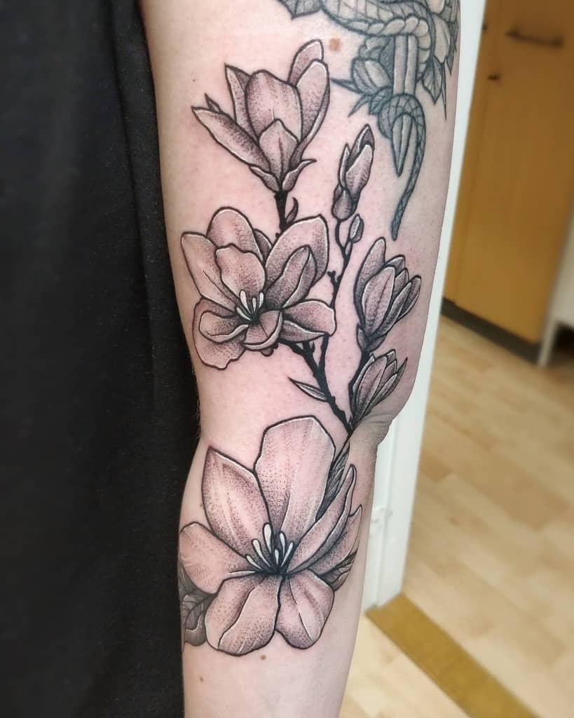blackwork magnolia tattoos rottentattoo.studio