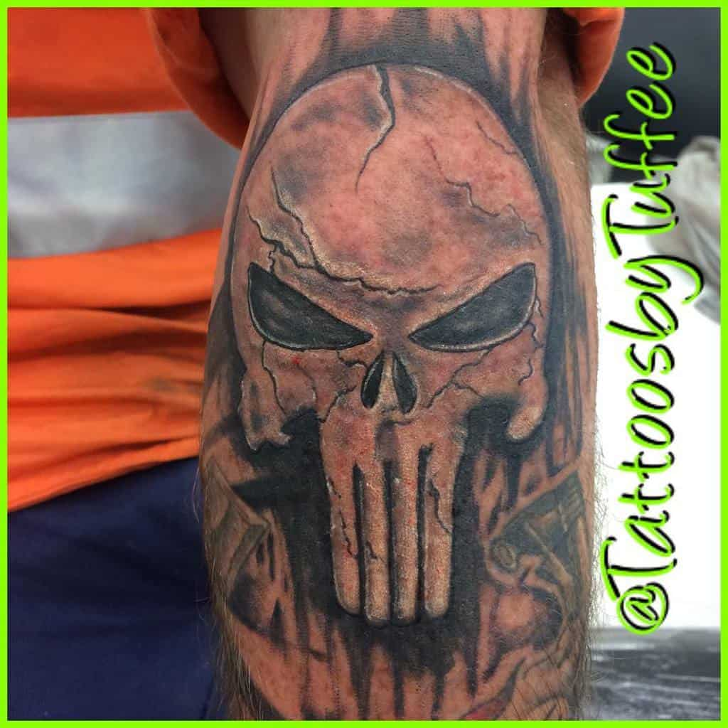 blackwork punisher skull tattoo tattoosbytuffee