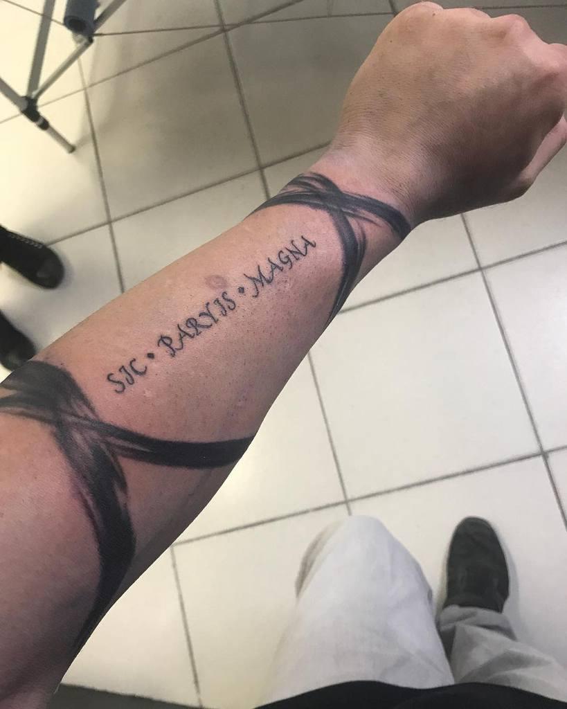Blackwork Sic Parvis Magna Tattoos Legendaryanto
