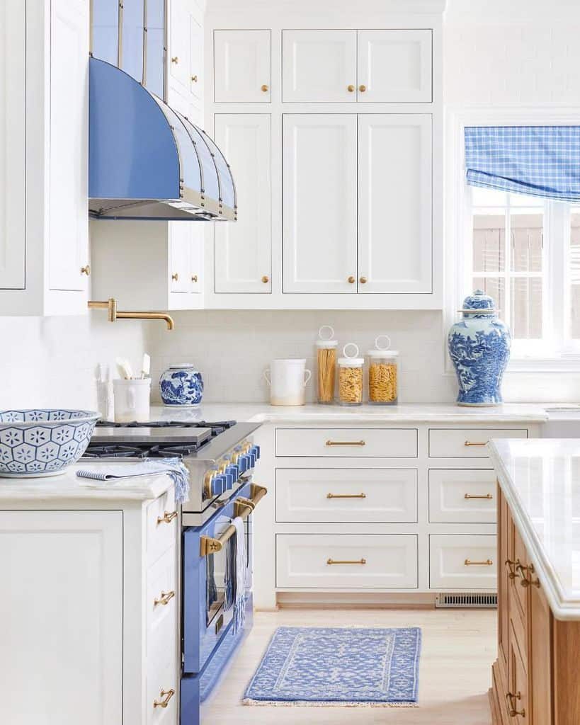 Blue And White Theme French Country Kitchen Caitlinwilsondesign