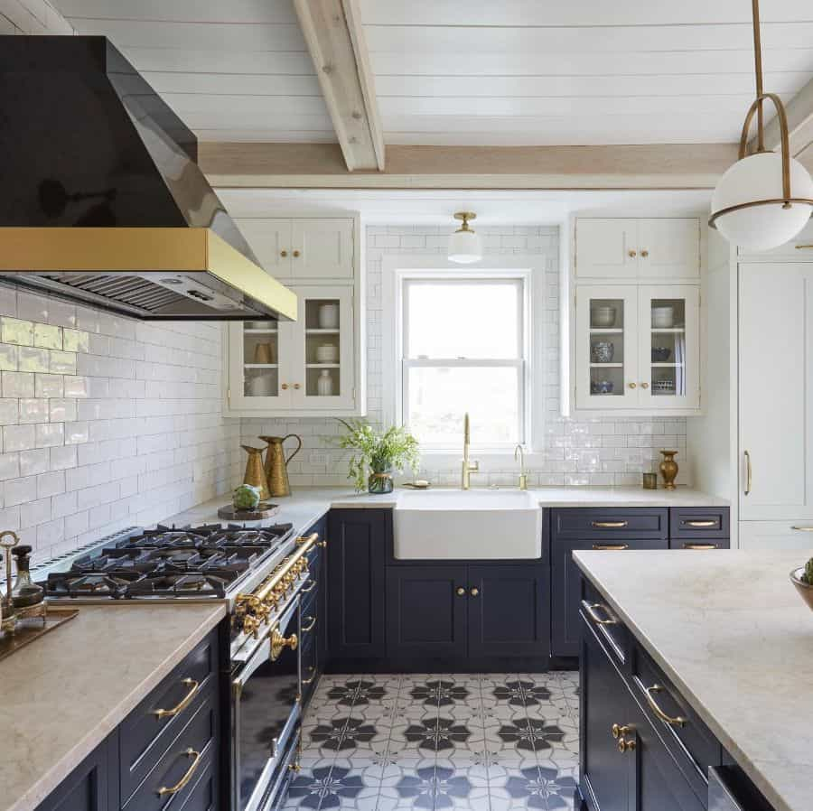 Blue And White Theme French Country Kitchen Kitchenlabinteriors