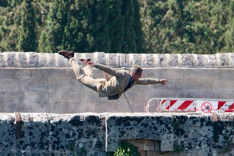 bond_stunt_jump