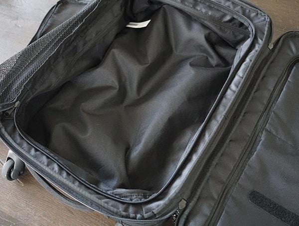 Bottom Clothing Compartment Gio Alpha Convoy 522s Travel Bags