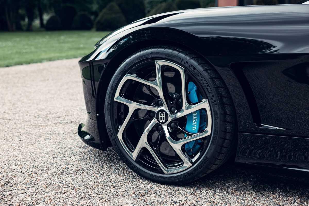 bugatti-la-voiture-noire-6