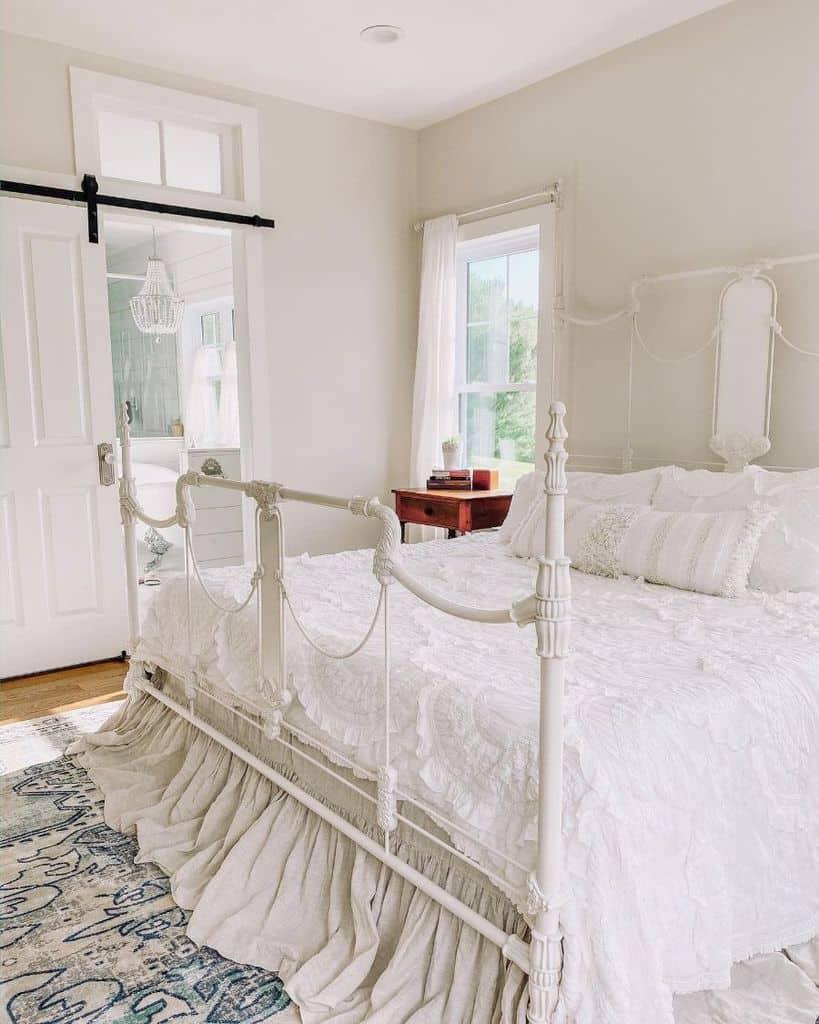 chic farmhouse bedroom ideas ahoneyofafarmhouse