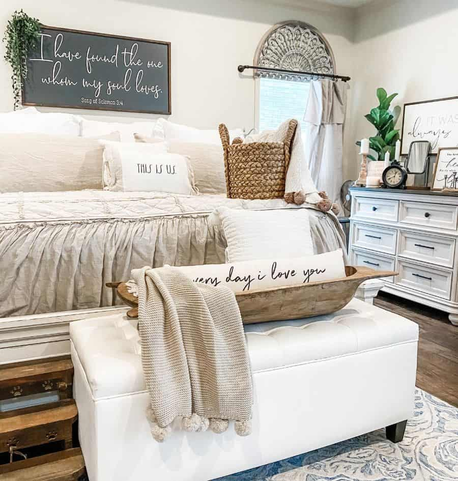 chic farmhouse bedroom ideas lifeoncloverhilllane