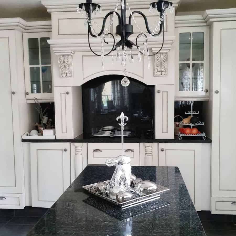 Classic Cabinetry French Country Kitchen Fleurmeme