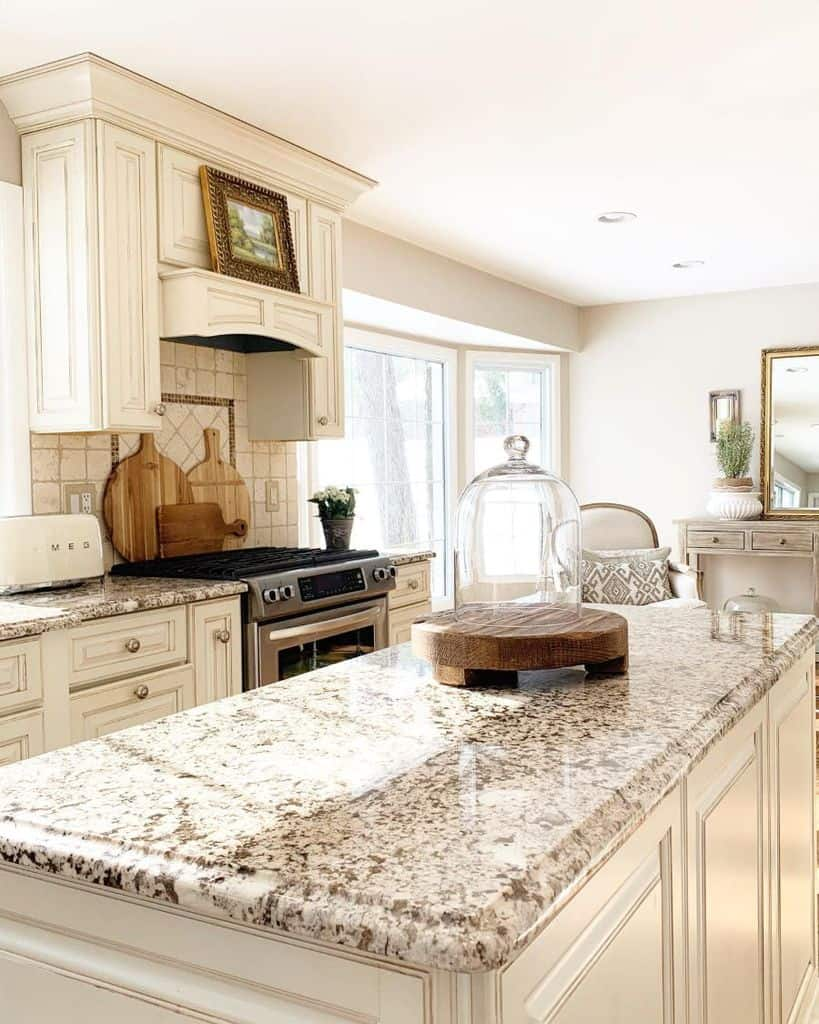 Classic Cabinetry French Country Kitchen Thestyled.home