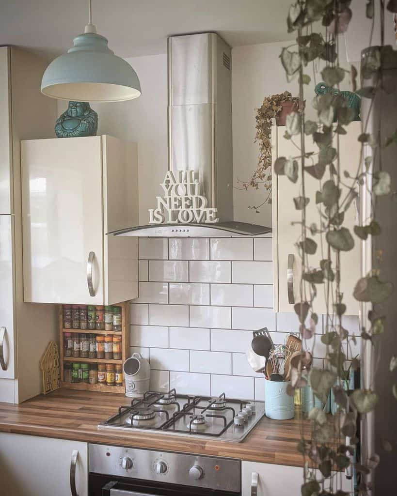 classic kitchen tile backsplash ideas _must_be_the_place_
