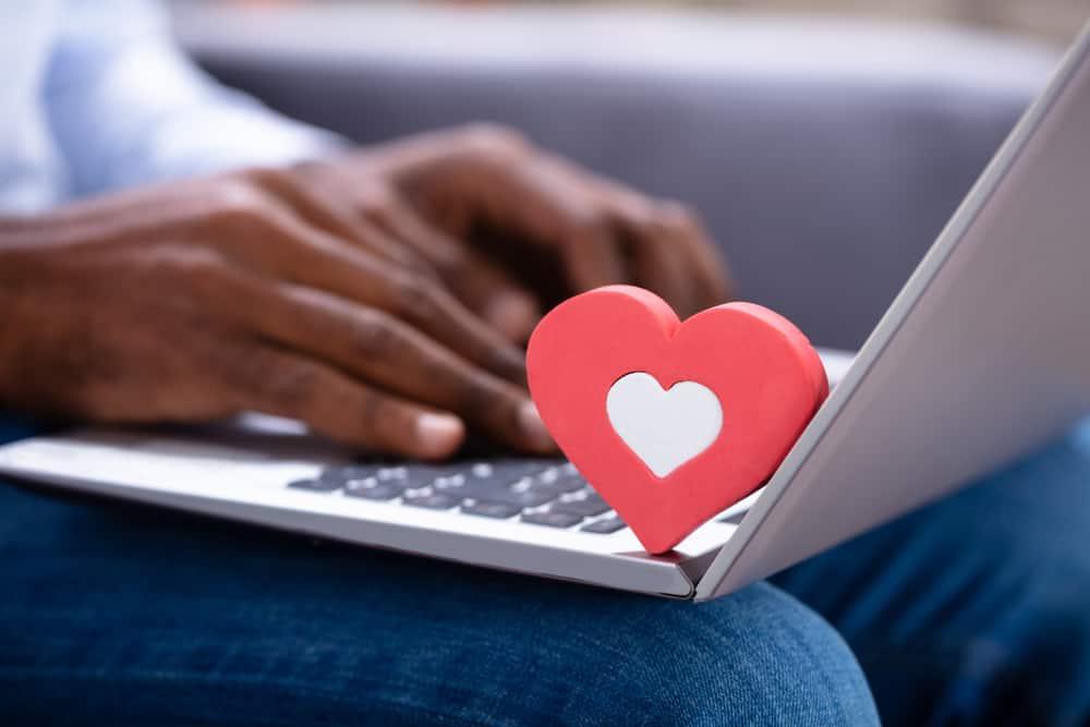 close red heartshape on keypad