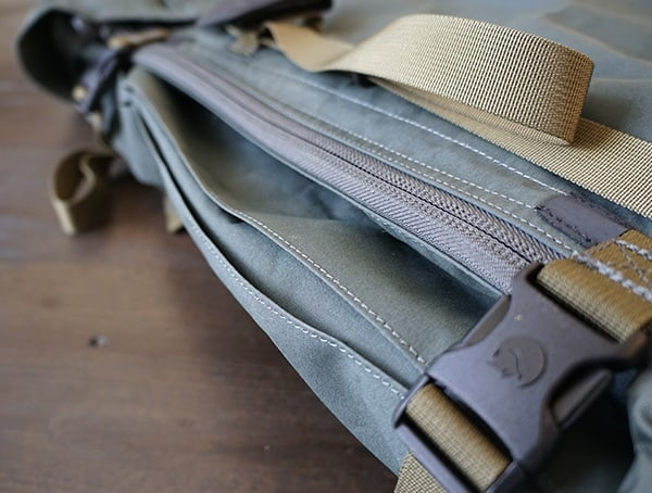 Closed Zippered Fjallraven Kajka Side Access To Main Compartment Of Backpack