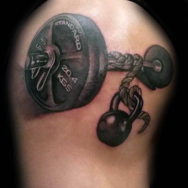 Tatuaje en el brazo, musculoso, musculoso
