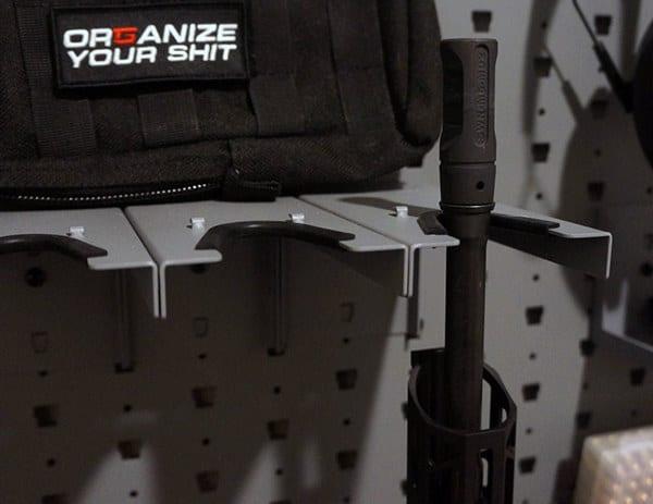 Cool Gun Display Room Design