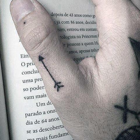 Cool Simple Arrow Male Thumb Tattoos