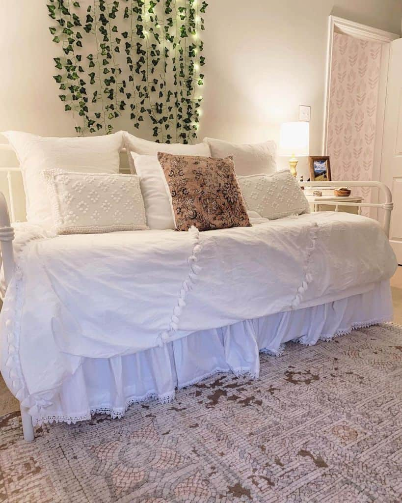 country chic white bedroom ideas blooming.willow.home