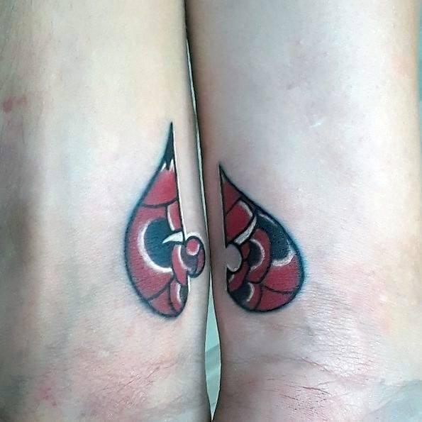Ideas de tatuajes para parejas Pieza de rompecabezas Diseño tradicional de flor rosa