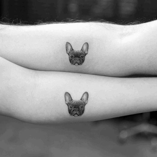Parejas Tatuajes Perro Lado De La Mano