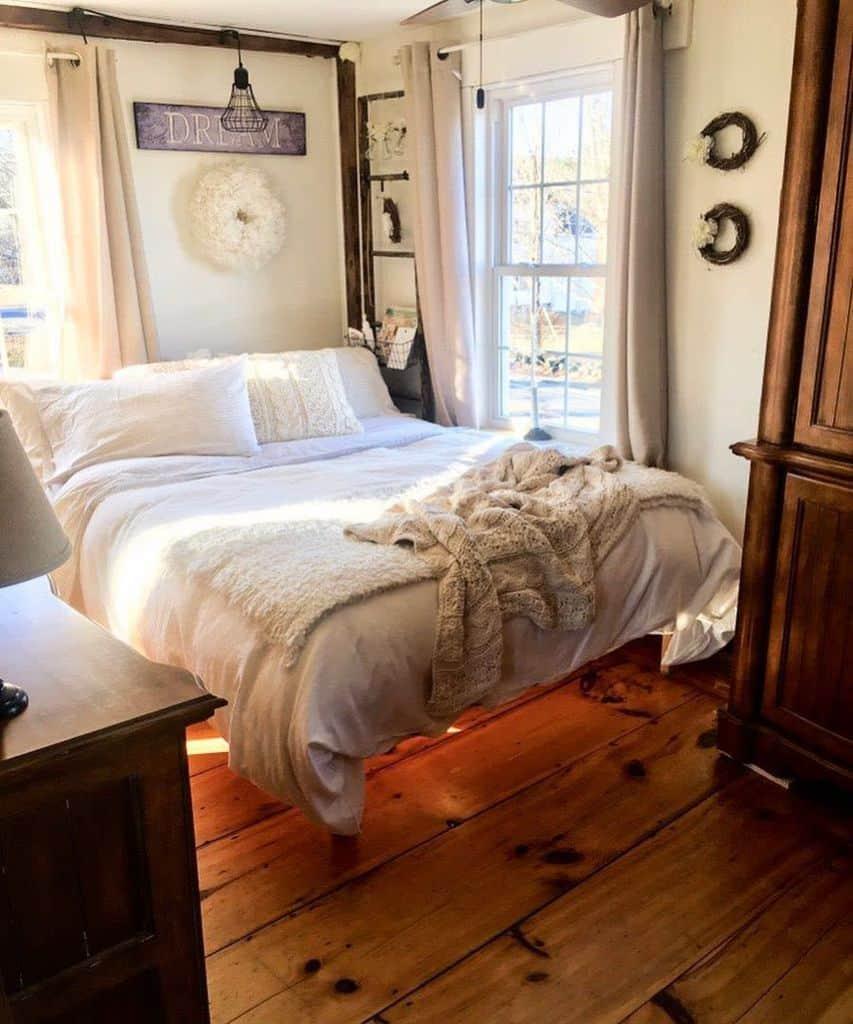 Cozy Tiny Bedroom Ideas Thelongawaitedhome