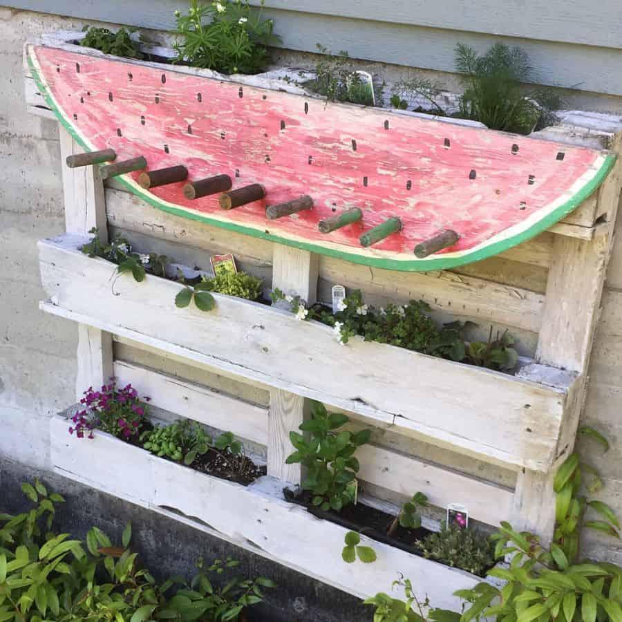 creative pallet garden design ideas joaniecatsandcrafts