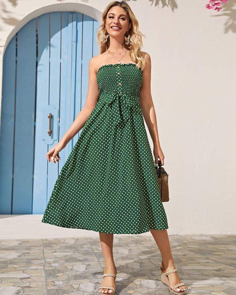 Tenue de robe courte à pois