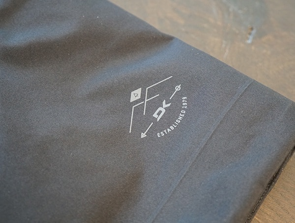 Dakine Sawtooth Gore Tex 3l Jacket Small Logo Detail