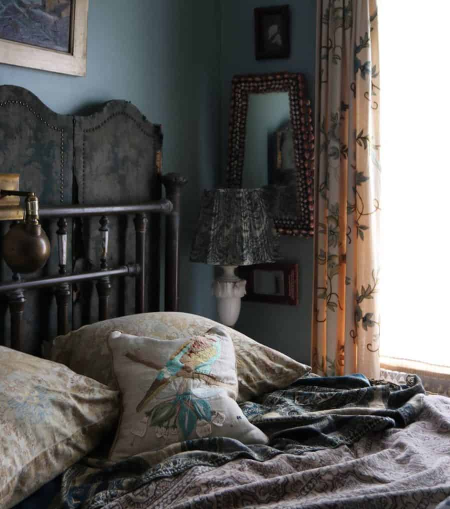 dark vintage bedroom ideas megillicutti