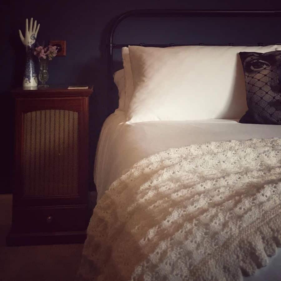 dark vintage bedroom ideas vintage.victorialouise